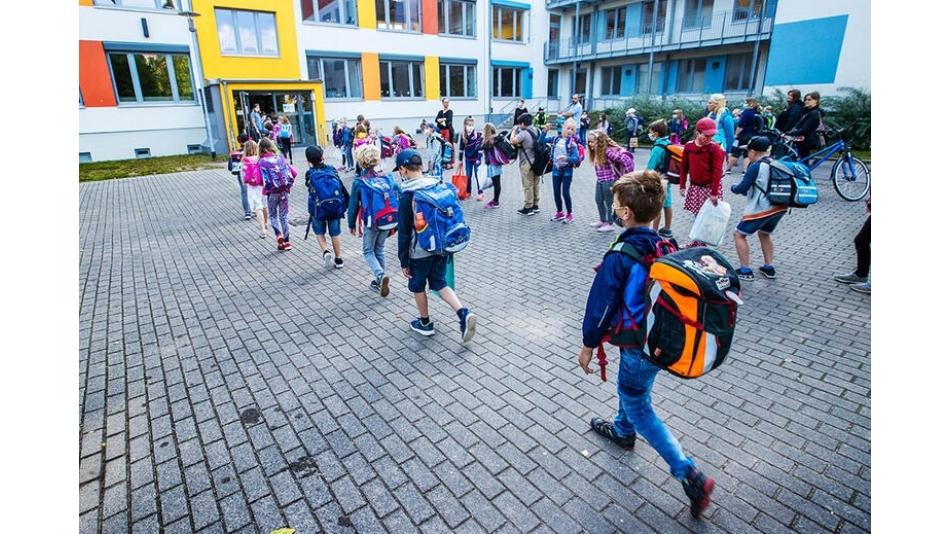 Avrupa'daki Okullar Koronavirüs'le Nasıl Başa Çıkıyor?