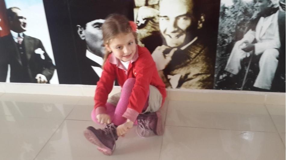 Almira\\\'nın Ayakkabı Bağları